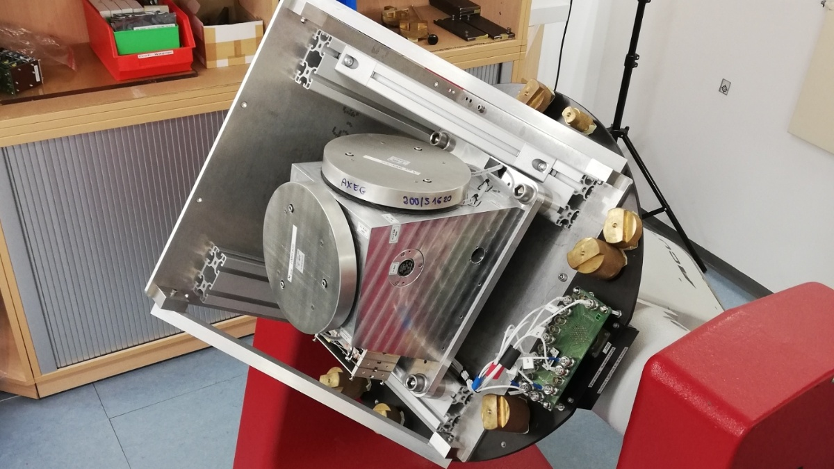 Calibration setup of an inertial measurement unit with fiber optical gyros  (c) Simon Beckmann